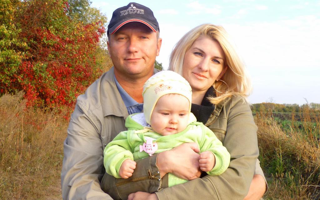 Осенняя прогулка. . Мама, папа, я - счастливая семья!