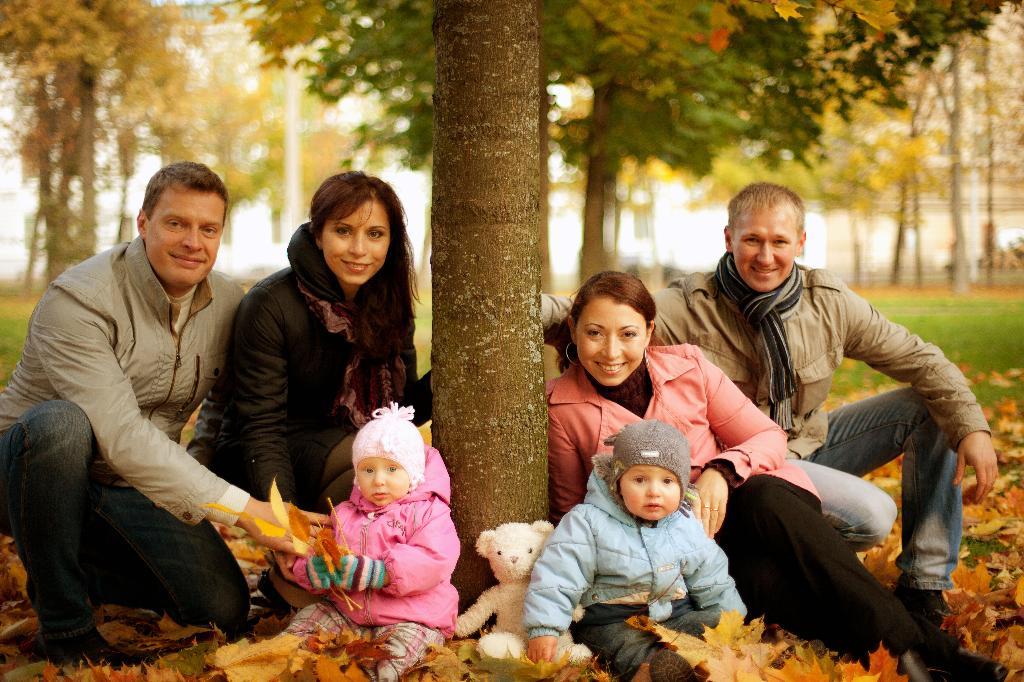 Семьями на прогулку.. Мама, папа, я - счастливая семья!