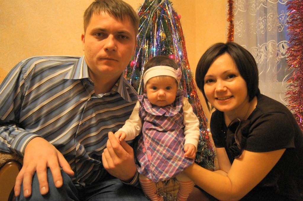 Любимая дочка после двух сыночков. Мама, папа, я - счастливая семья!