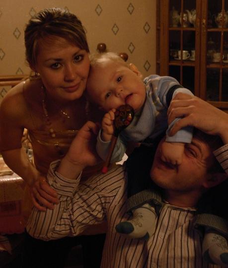 Семейная улыбочка на память:). Мама, папа, я - счастливая семья!