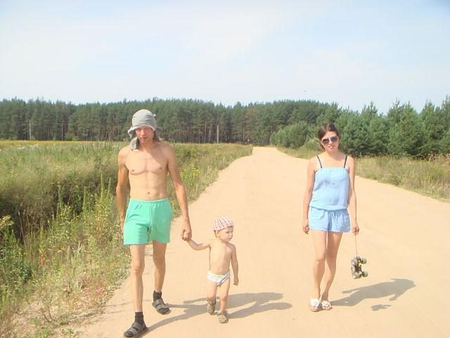 Вместе весело шагать по просторам!!!. Мама, папа, я - счастливая семья!