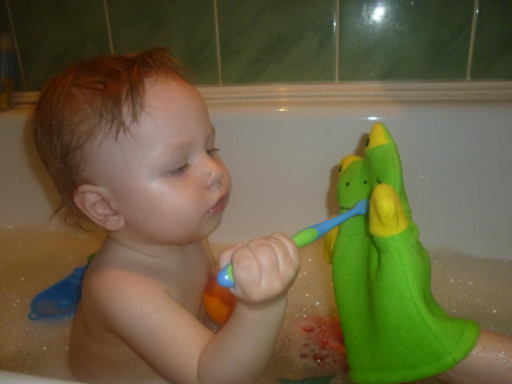 чтобы смех был веселей ,чисти зубки поскорей!. Веселые пузырьки