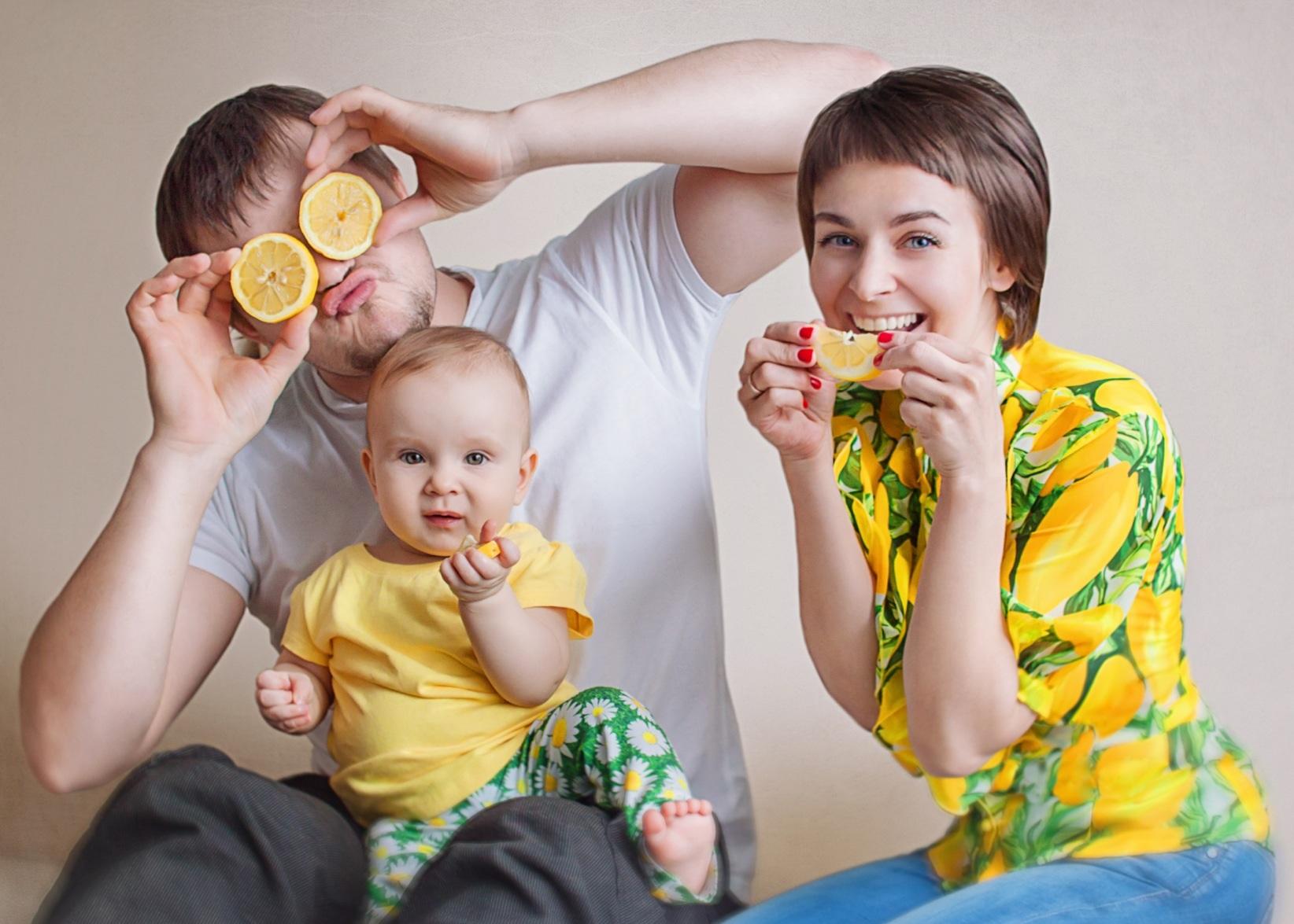 Весна! Время есть витамины!. Мама, папа, я - счастливая семья!