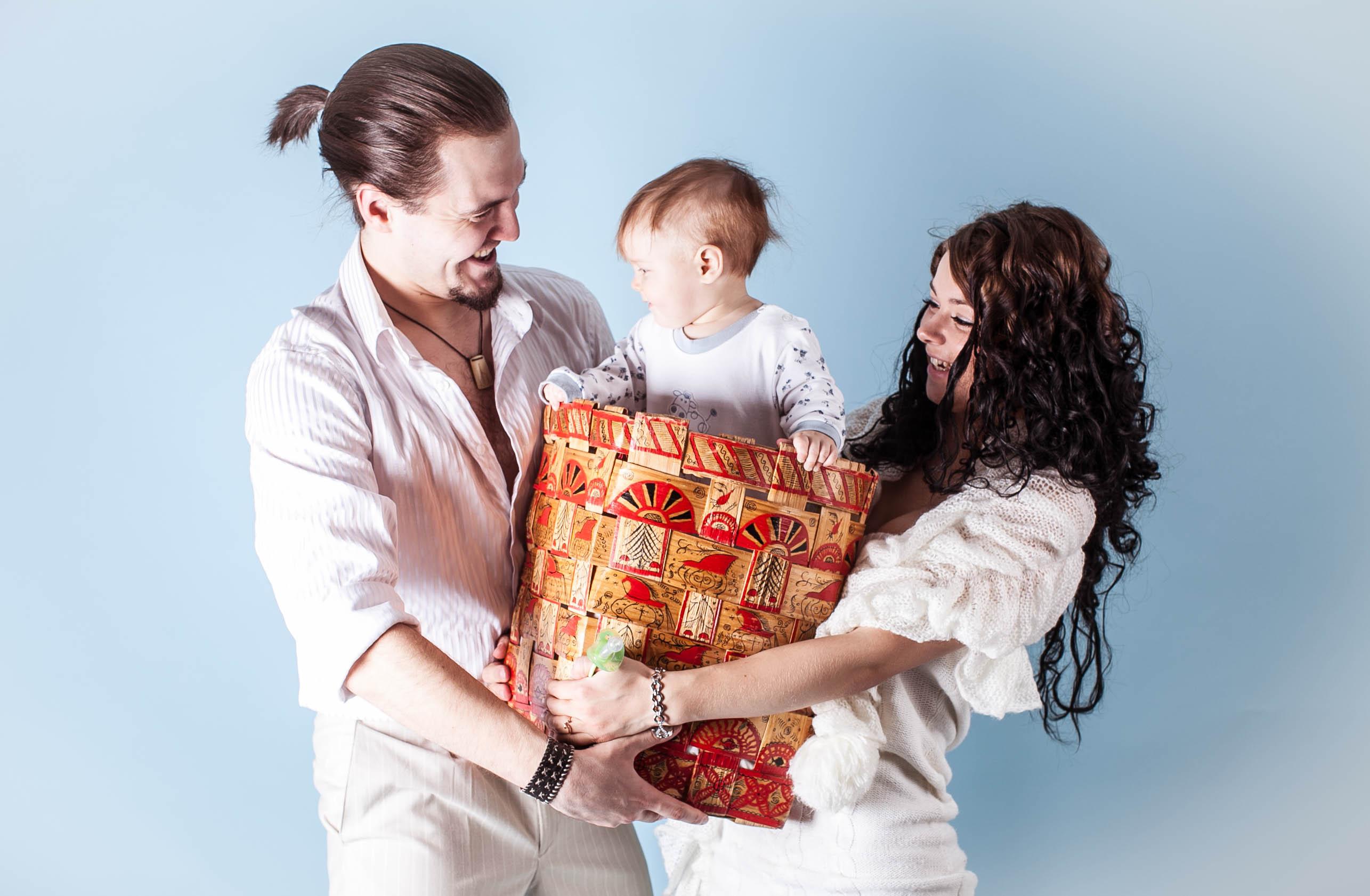 Целый короб счастья!. Мама, папа, я - счастливая семья!