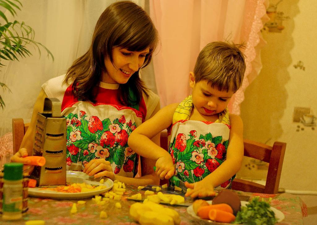 Режем овощи для щей, сколько нужно овощей?. Юные кулинары