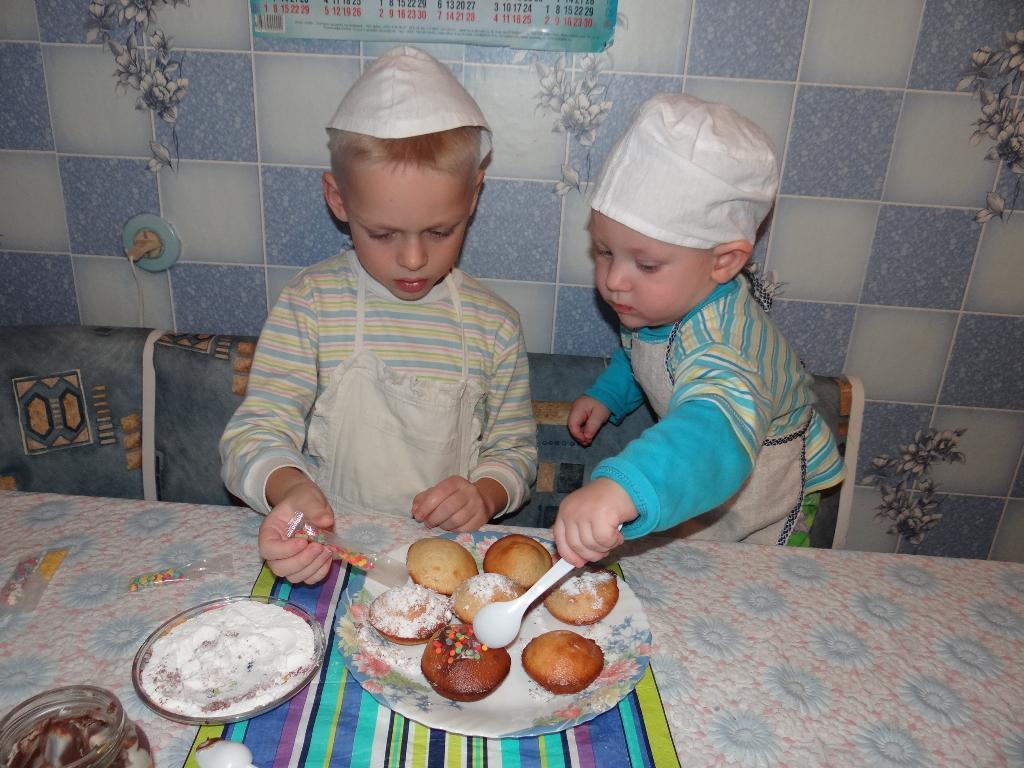 Два веселых поваренка!. Юные кулинары