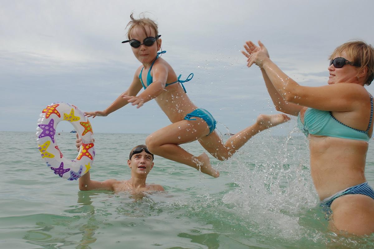 Семейная аквааэробика. Самый сильный и здоровый!