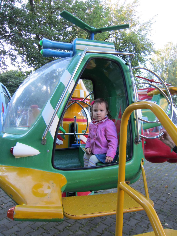 Аришкин любимый вид транспорта :) . Пора кататься!