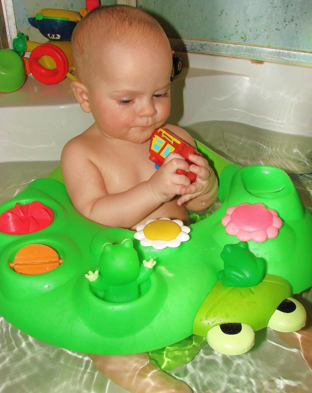 купание с лягушками-подружками. Веселые пузырьки