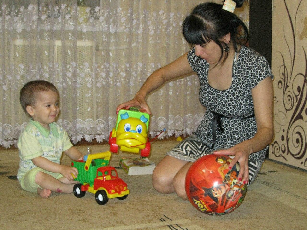 Мама может и в машинки))). Играем вместе!