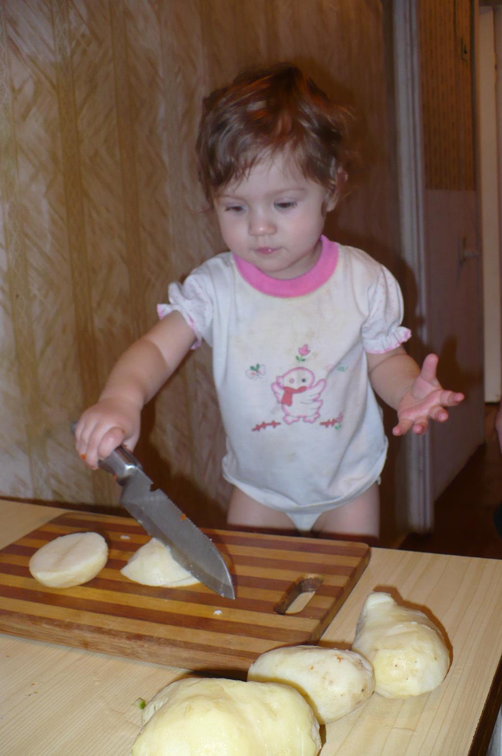 Салат оливье! Готовим деду вкуснятину на 23 феврал. Юные кулинары