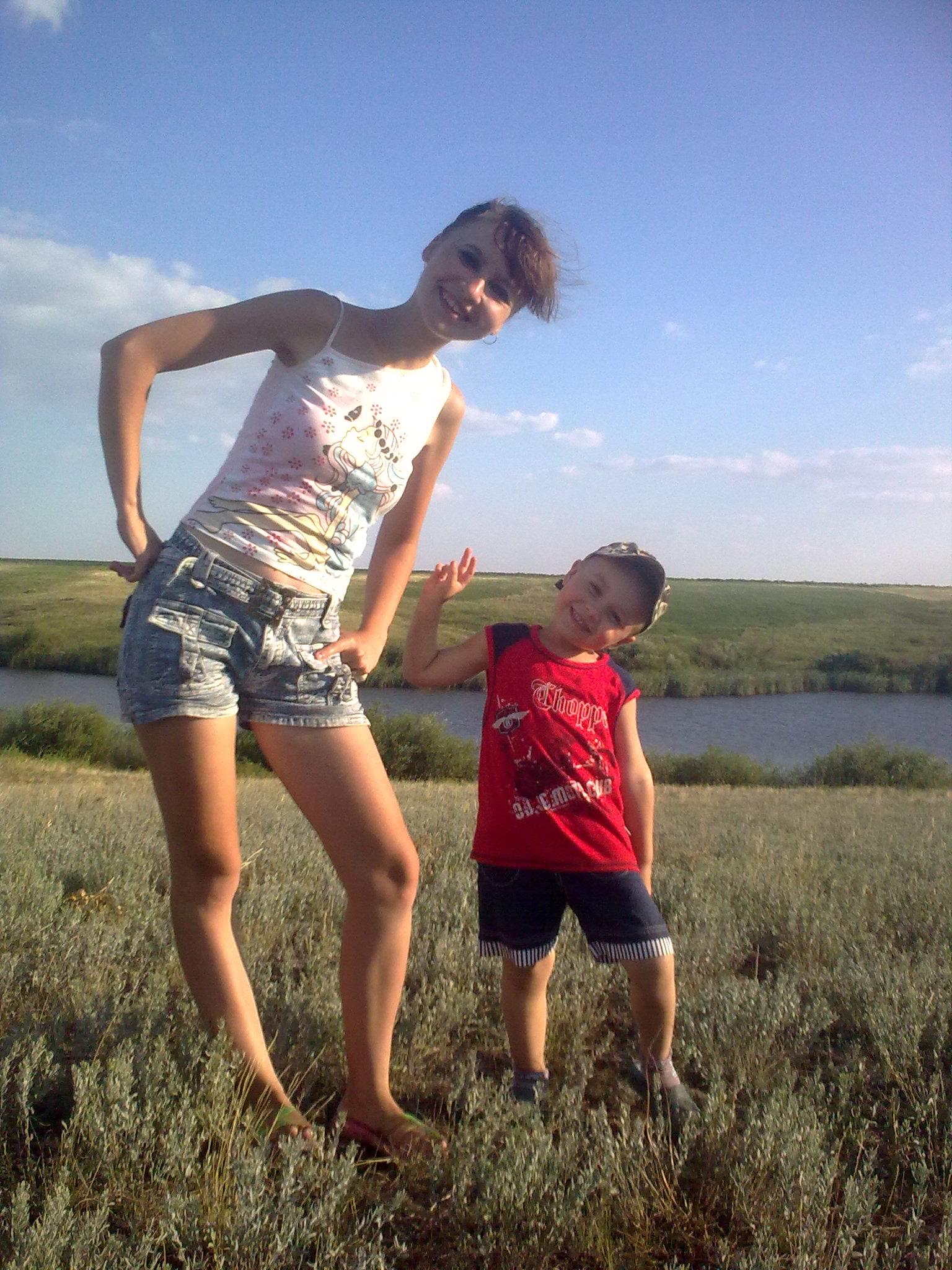 С любимым сыном на природе!. Вместе весело гулять!