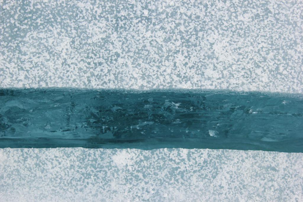 Трещина.. Блиц: синее и голубое