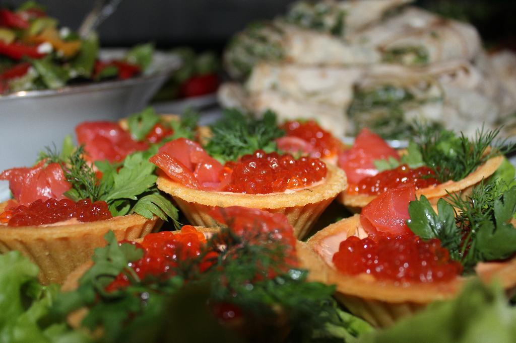 тарталеточки с рыбкой и икоркой...мммммм). Лучший рецепт из норвежской рыбы