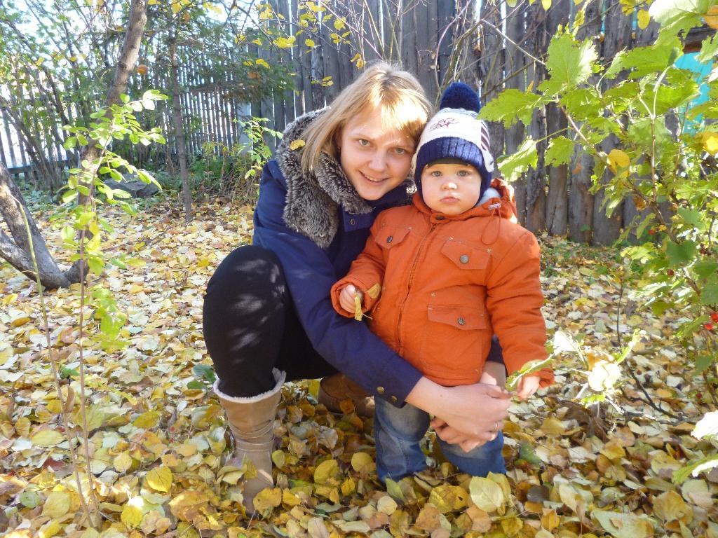 Листья желтые и мы). Вместе весело гулять!