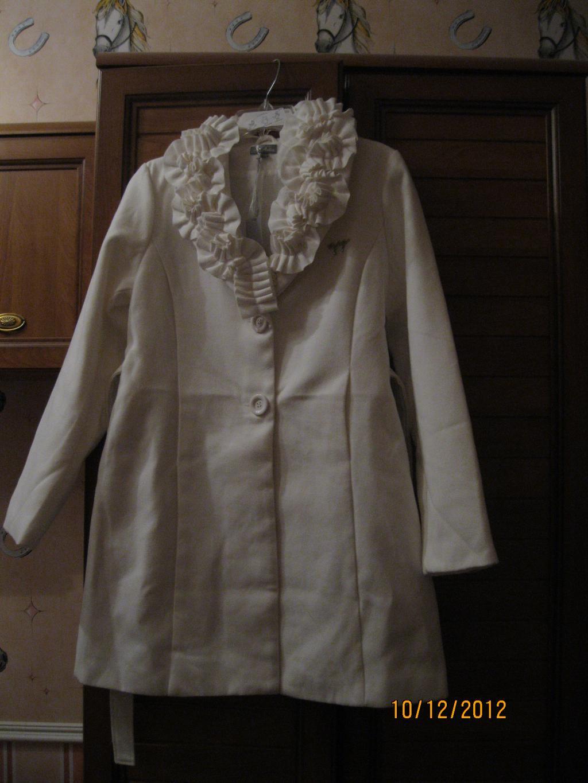 Пальто кремовое р. 46 небольшой рост