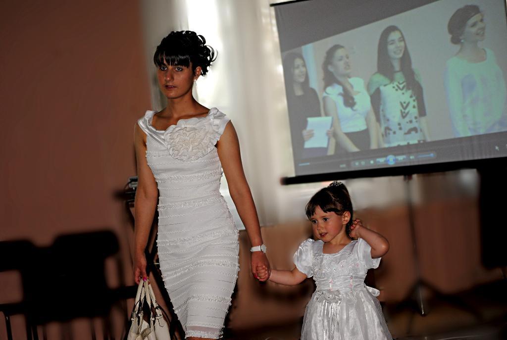 С сестрой на Выпускном.. Маленькая модница