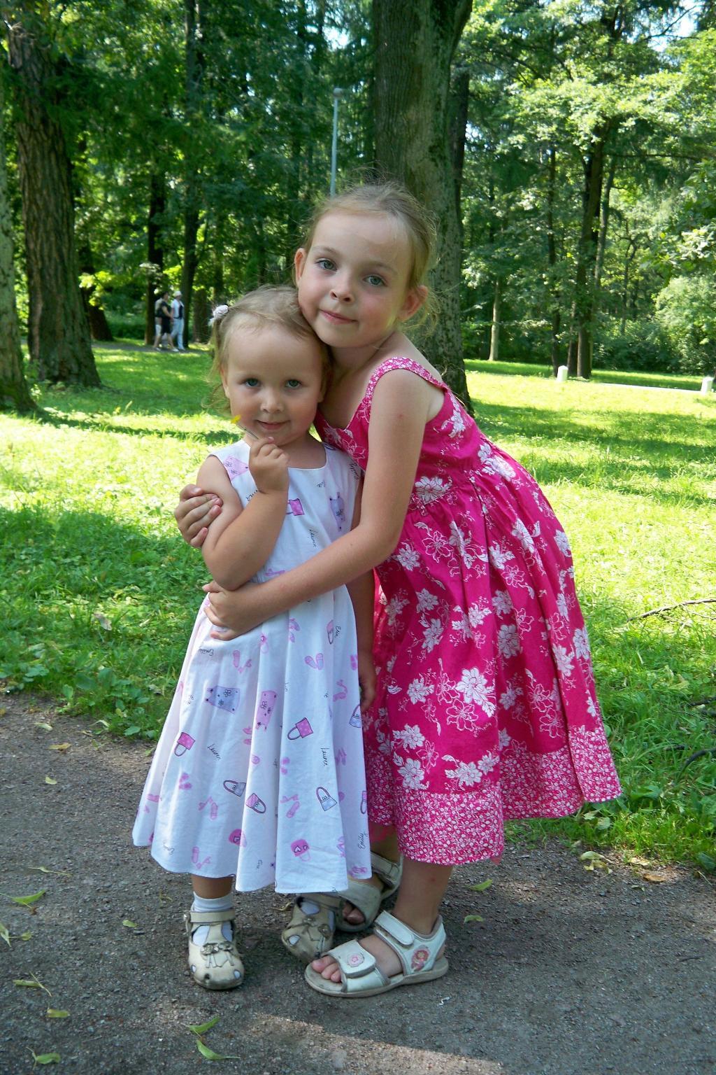 Сестрички-красавицы!. Маленькая модница