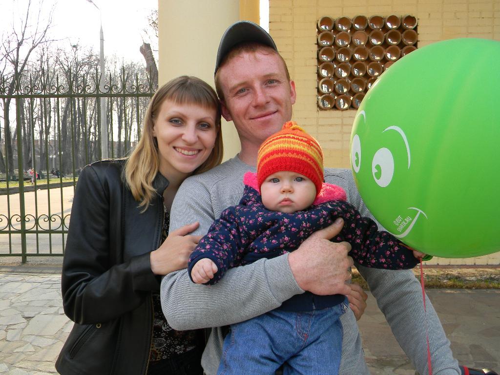 Это мы!!!!. Мама, папа, я - счастливая семья!