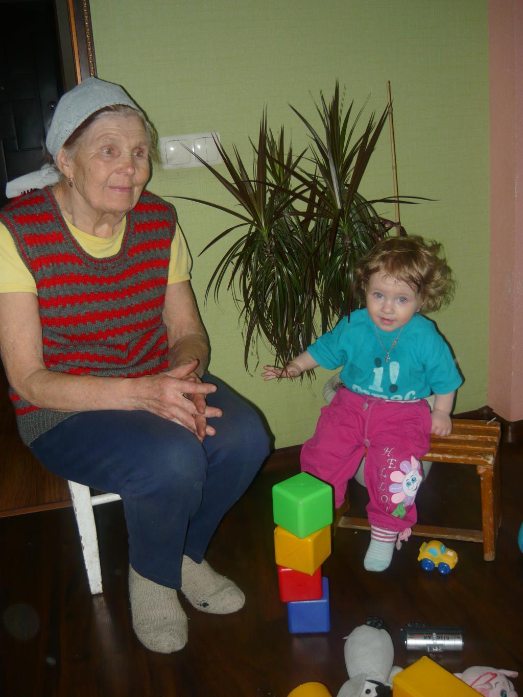 поиграем мы с бабулей,ну а после отдохнем)))). Играем вместе!