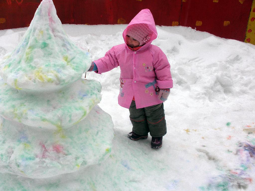 Новогодняя елка из снега. Мы ищем таланты!