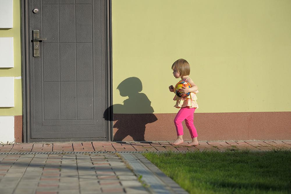 Догоняшки с тенью. Побегаем-попрыгаем