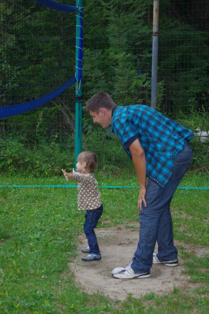 Ярослава и волейбол. Побегаем-попрыгаем