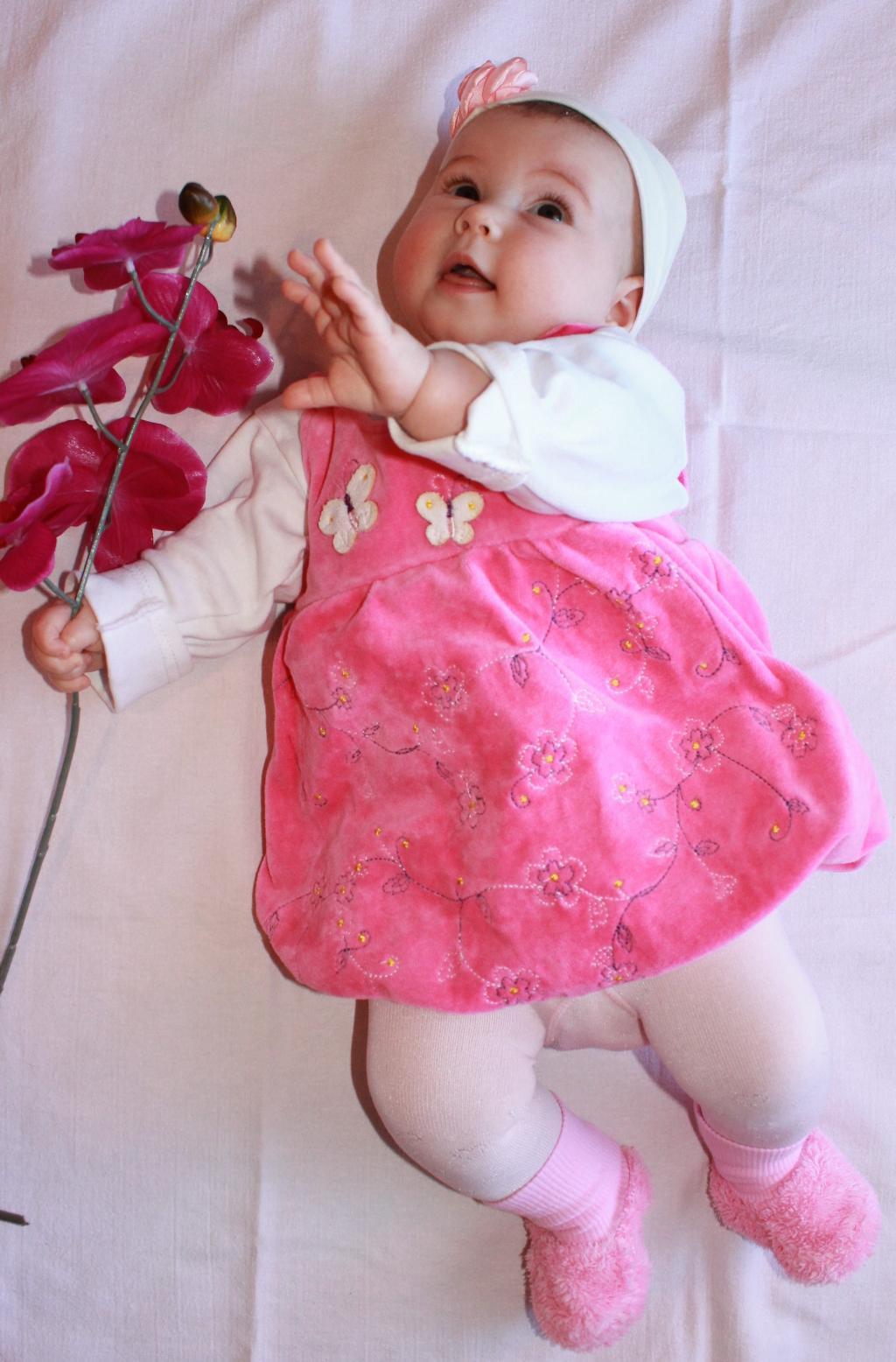 Первое платье Виктории. Маленькая модница