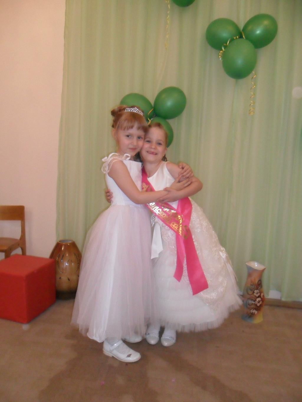 Красавицы сестрёнки.. Маленькая модница