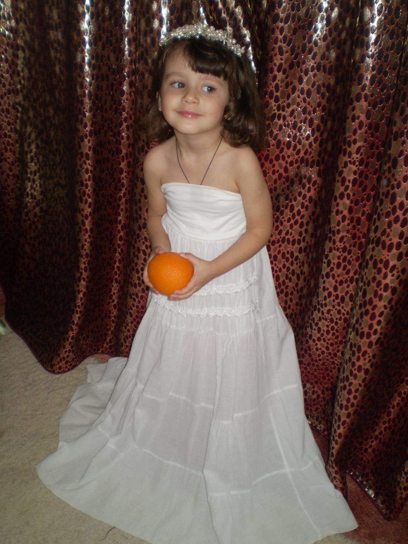 моя Маринка-апельсинка.. Маленькая модница