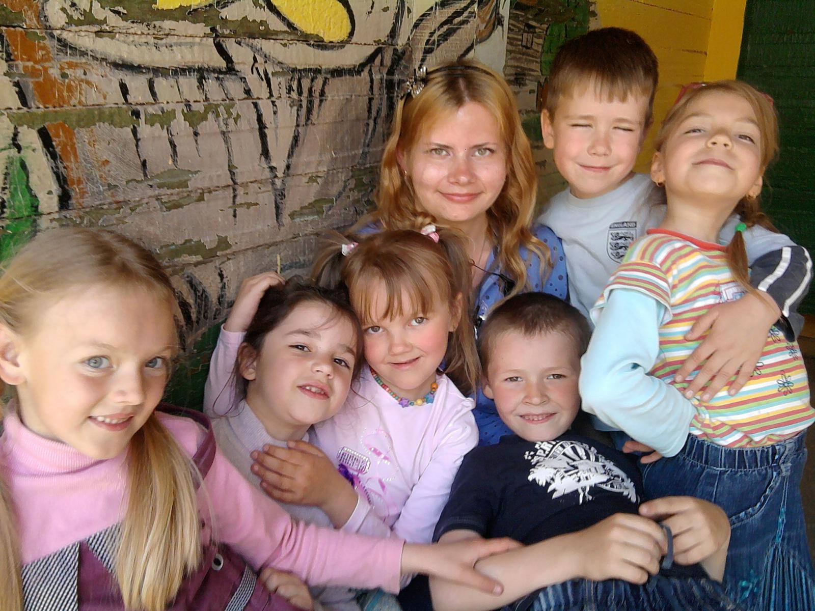 В детском садике детишки — Все такие шалунишки!. Настоящие друзья