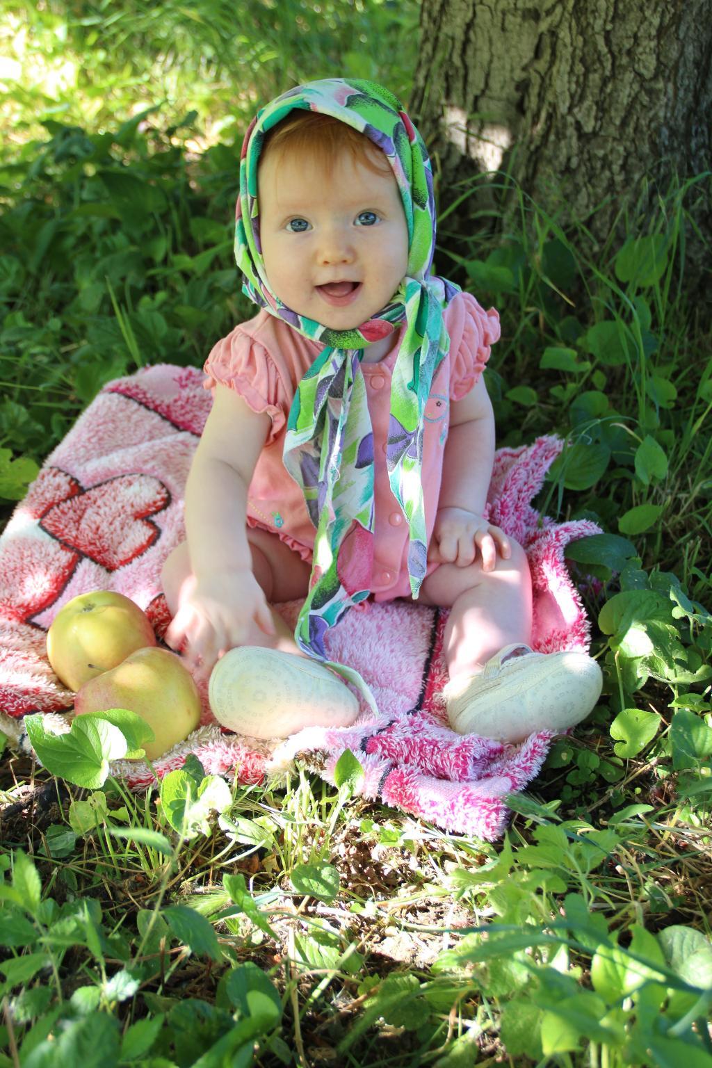 Девочка с яблоками!. От улыбки хмурый день светлей!