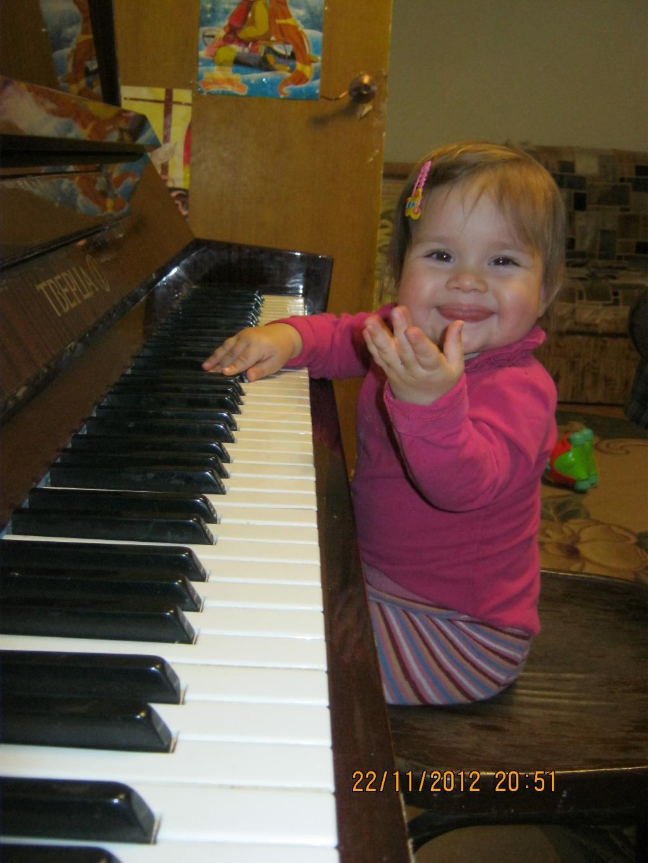 Будущая пианистка!!!. Мы ищем таланты!