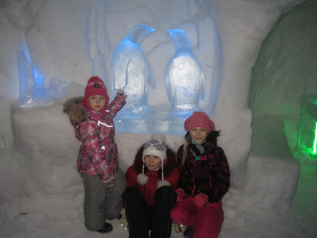 Весело в Снежной Деревни. Настоящие друзья