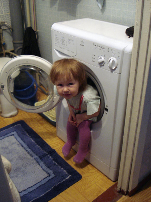 'Отдохни, мамочка, я сама постираюсь'. Помогаем маме!