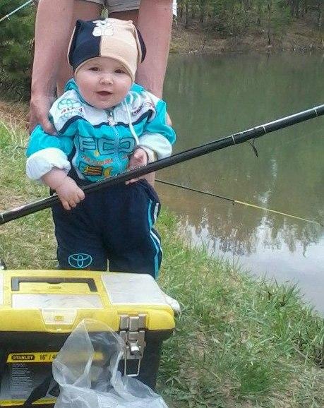 Все помогают маме, а я папе-рыбу ловлю). Помогаем маме!