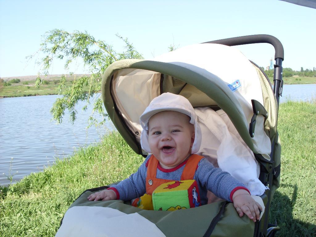 Егорка на рыбалке. От улыбки хмурый день светлей!