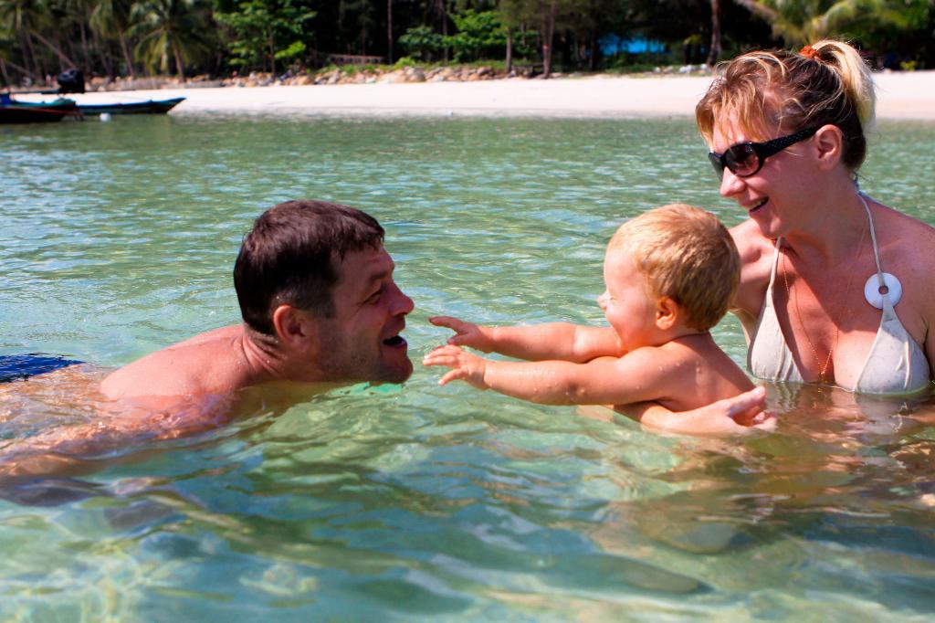 К папочке.... По морям, по волнам...
