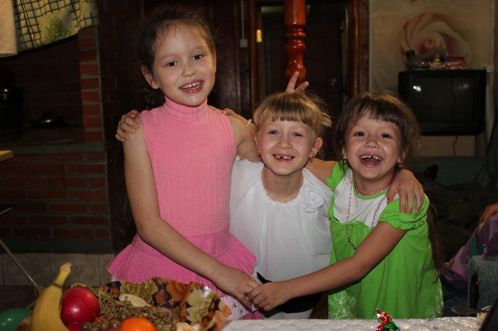 Три подружки - хохотушки!!!. Настоящие друзья
