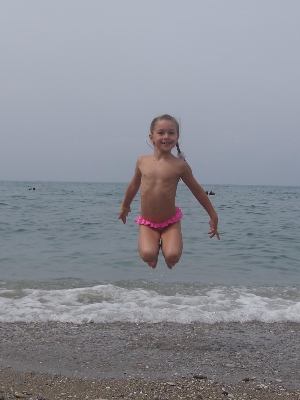 Юная гимнастка. По морям, по волнам...