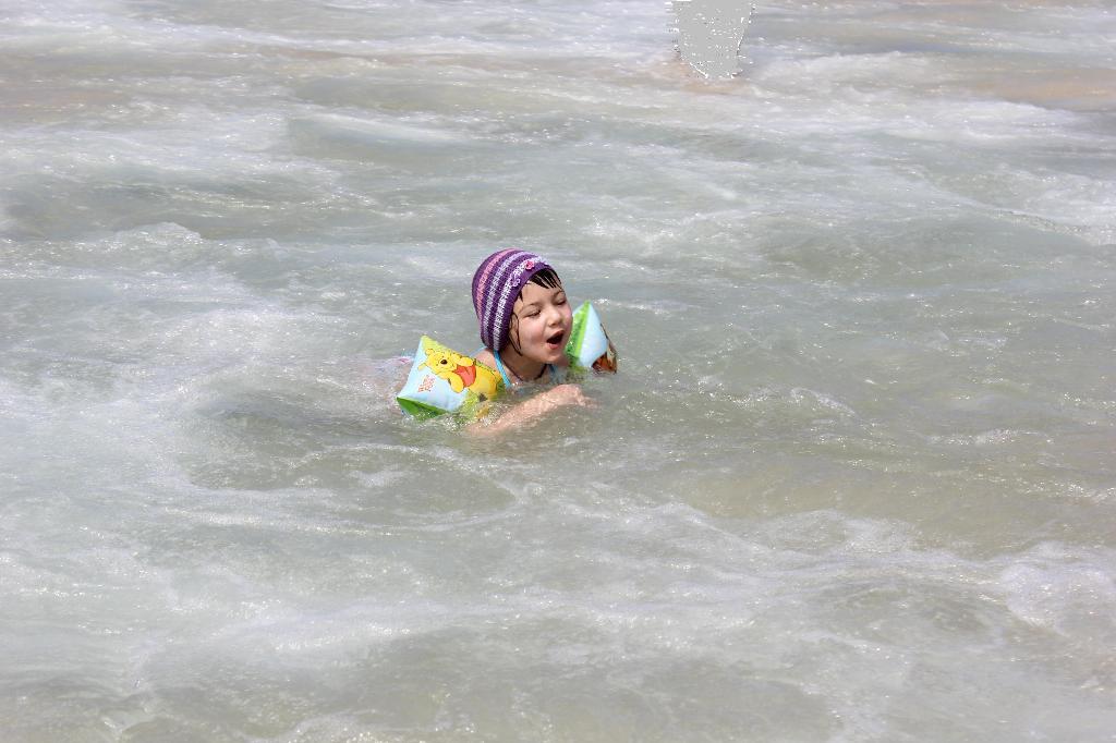 Мооооорее, ах, мооооре, море синее будь со мной!. По морям, по волнам...