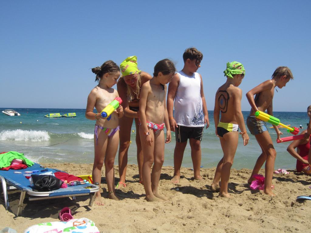 Салют на море - дети счастливы, родители спокойны). По морям, по волнам...