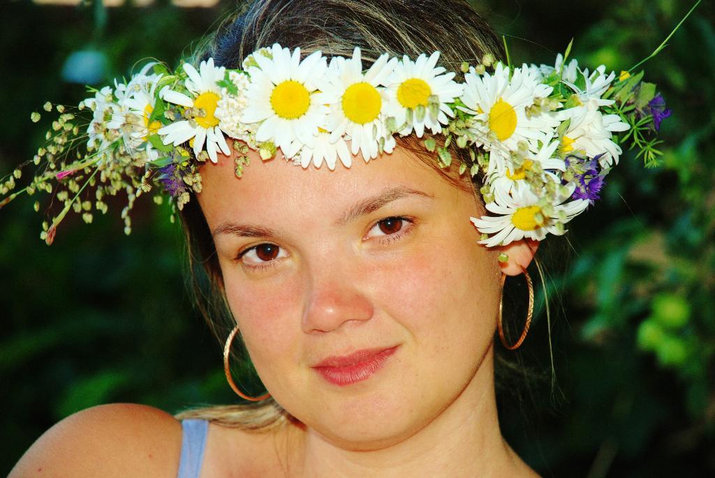 Лето любим за обилие цветов для веночков.... Летний образ