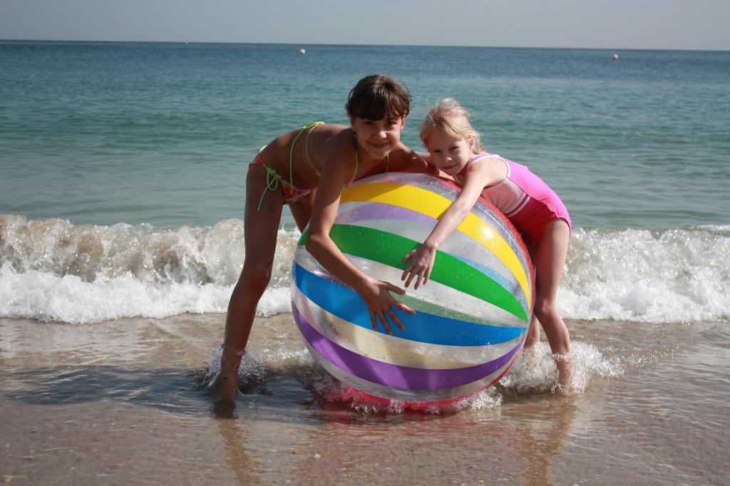 Игры в океане. По морям, по волнам...