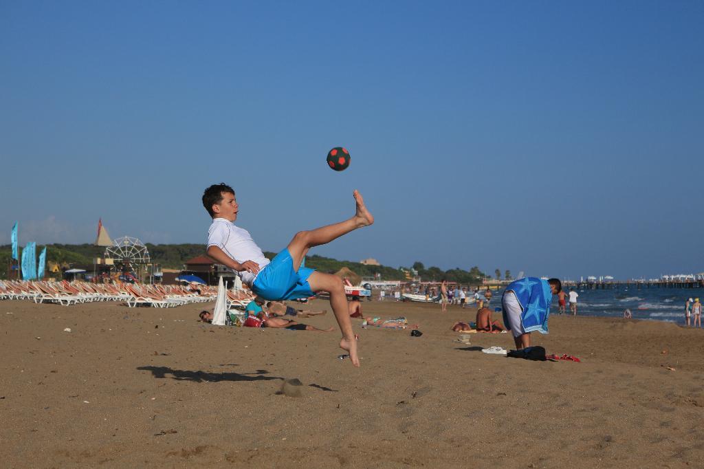 Футбол, футбол...... По морям, по волнам...