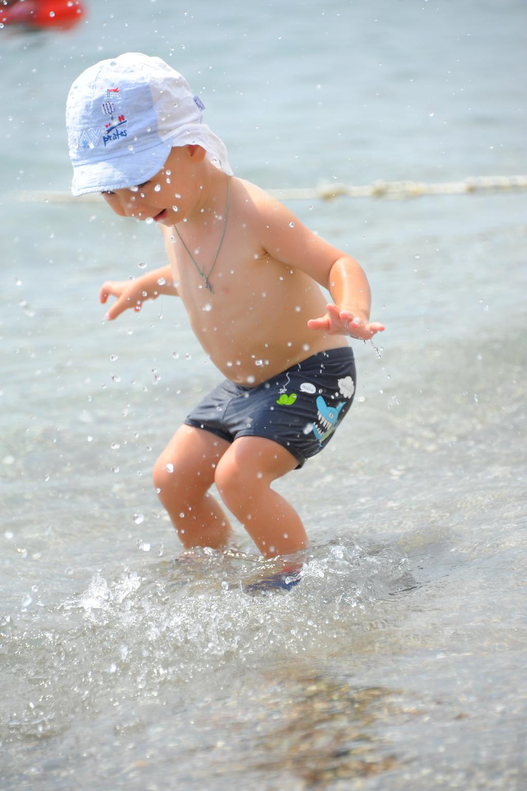 Мальчик и море . По морям, по волнам...