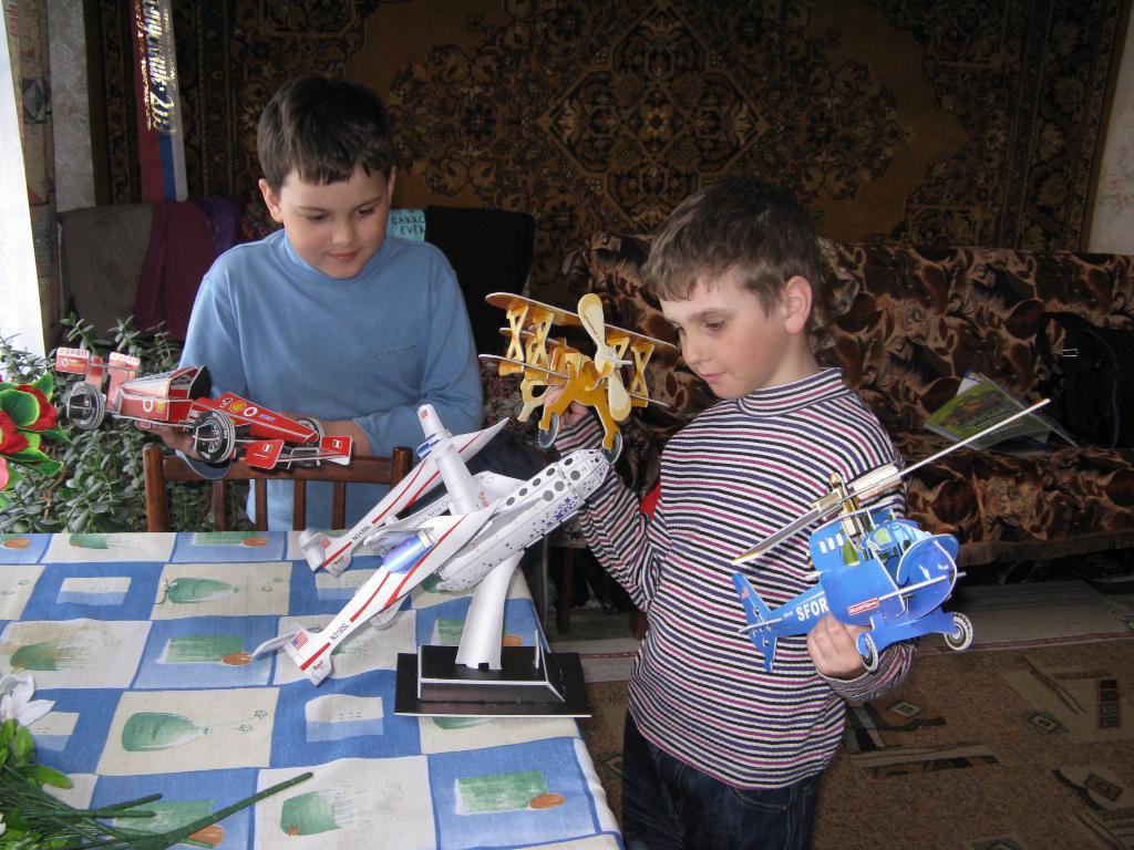 Будущие авиаконструкторы. Первым делом - самолеты!