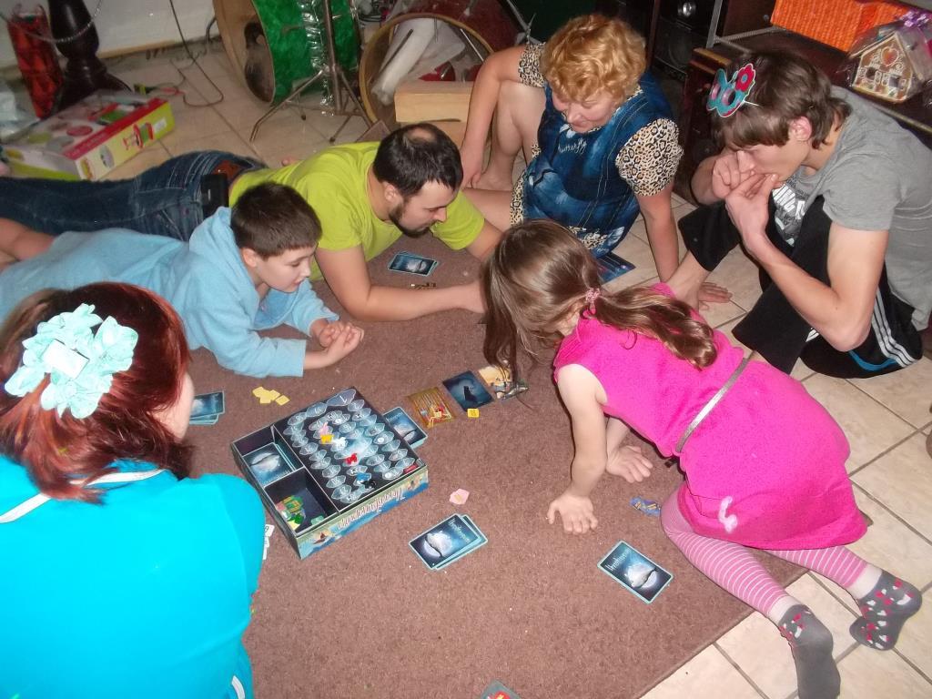 вечерние игры семьей. Играем все вместе!