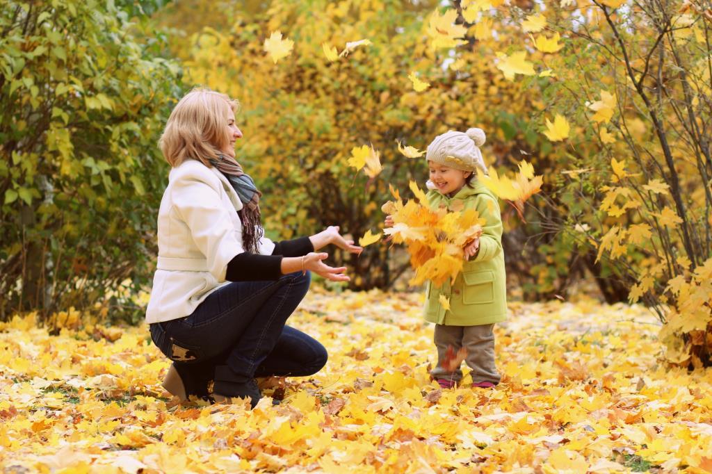 Осень. Листья. Радость.. Вместе весело гулять