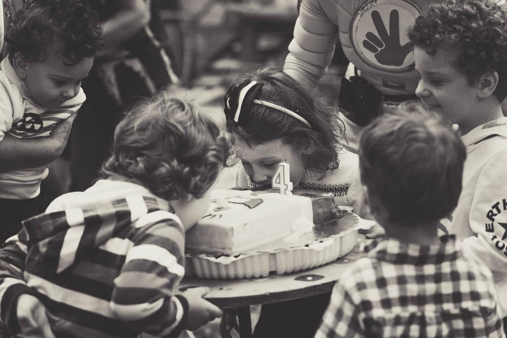 Налетай! Кто быстрее?!. Закрытое голосование фотоконкурса 'Именинный пирог'